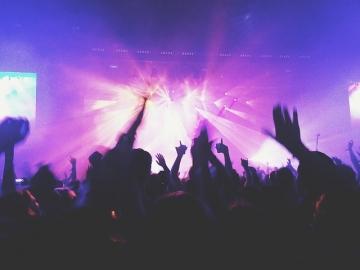 b_360_0_16514043_00_images_concert-1149979_640.jpg